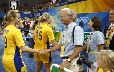 Sweden's King Carl Gustaf and Queen Silvia shake hands with Sweden players at the end of the women's quarter-final handball match between Norway and Sweden at the Beijing 2008 Olympics Games